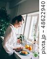 女性 キッチン 主婦の写真 48622940