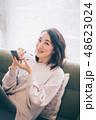 女性 アジア人 リビングの写真 48623024