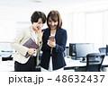 女性 スマホ ビジネスウーマンの写真 48632437