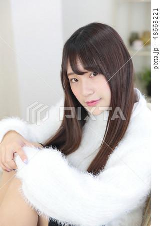 若い女性 ヘアスタイル 48663221