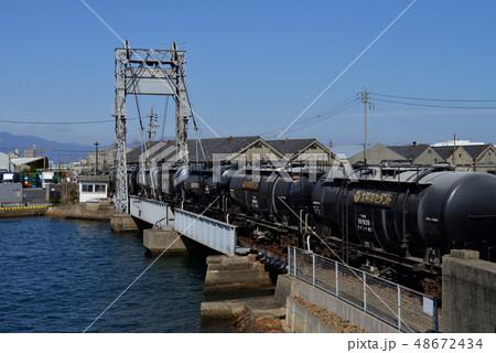 末広可動橋を渡るタキ1900セメント貨物列車 48672434