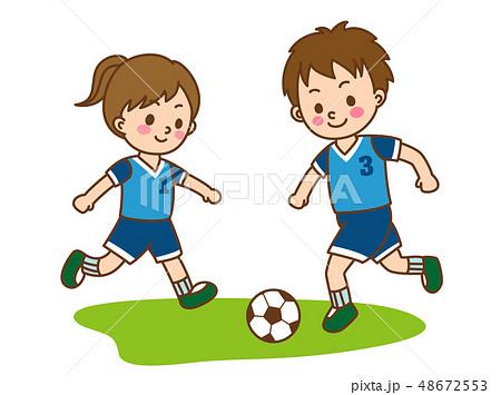 サッカーをする子供 48672553