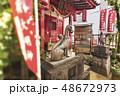 東京の北区、王子市にある名所江戸百景の版画で描かれている狐の榎の木の下に立つ装束稲荷神社。 48672973