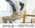 シニア男性 腰痛 48674148