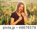 女性 メス 野原の写真 48676578