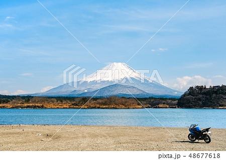 バイクツーリング:精進湖から富士山を望む 48677618