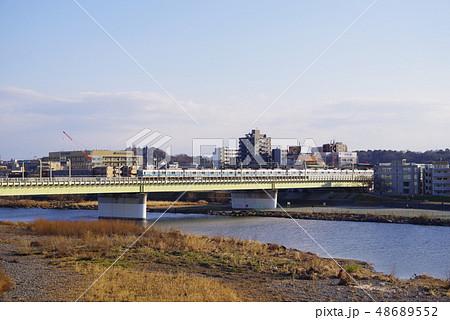 小田急線多摩川橋梁を通過する電車 48689552