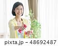 ミドル女性 エクササイズイメージ 48692487