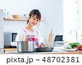 若い女性(キッチン) 48702381