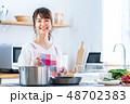 若い女性(キッチン) 48702383
