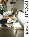キッチン レストラン 男女 48710102