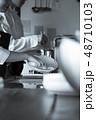 キッチン レストラン 男女 48710103