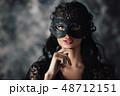 女性 お面 マスクの写真 48712151