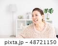 女性 シニア 笑顔の写真 48721150