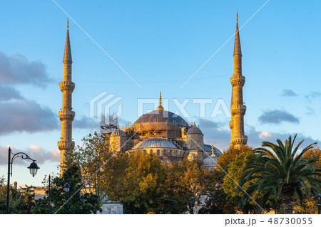 Sunrise in Istanbul with view of Blue Mosque 48730055