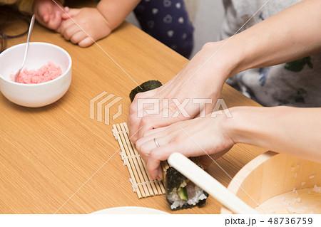 手巻き寿司 48736759