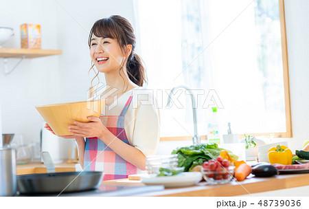 主婦(キッチン) 48739036