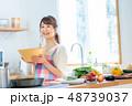 主婦 キッチン 女性の写真 48739037