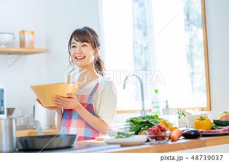 主婦(キッチン) 48739037