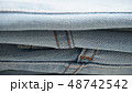 デニム ジーパン 生地 布 折り畳み カジュアル インディコ ビンテージ イメージ 背景 素材  48742542