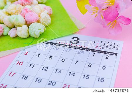 3月 カレンダー ひな祭りイメージ ひなあられ 48757871