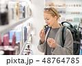 ショッピング 買い物 女性の写真 48764785