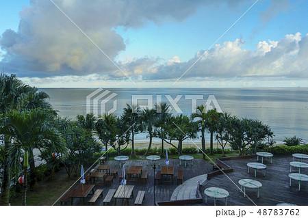 ホテルからの海 48783762