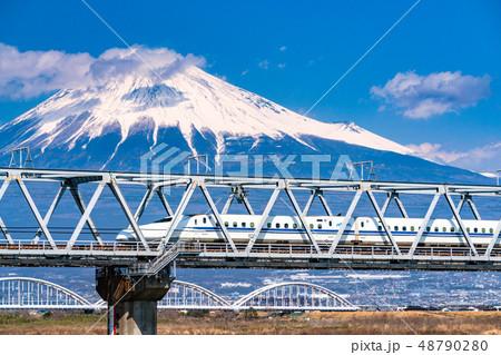 《静岡県》新幹線と富士山 48790280
