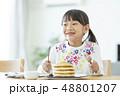 女の子 パンケーキ 48801207