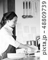 キッチン レストラン 女性 48809739