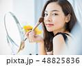 女性 若い女性 化粧の写真 48825836