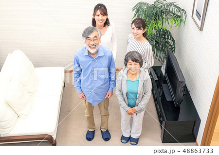 ファミリーイメージ 家族 団欒 48863733