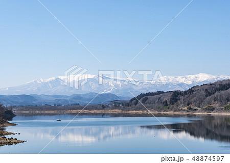 蔵王山と釜房湖 48874597