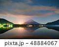 精進湖湖畔の夜の富士山 48884067