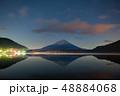 精進湖湖畔の夜の富士山 48884068