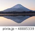 精進湖湖畔の早朝の逆さ富士 48885339