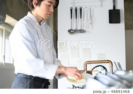 キッチン レストラン 男性 48891468