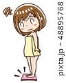 体重計に乗る女性 48895768