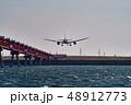 航空機 飛行機 着陸の写真 48912773
