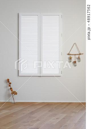 白い窓 48917562