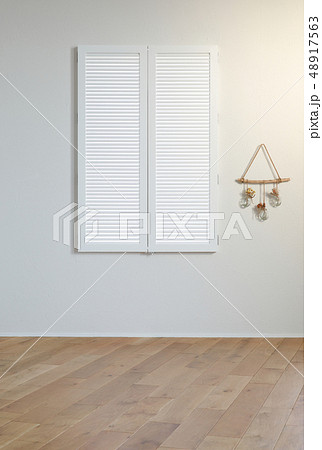 白い窓 48917563