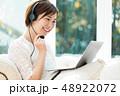 パソコン オンライン 女性 家 自宅 48922072
