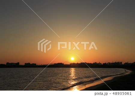 東京湾 臨海地区に沈む夕陽 富士山 48935061