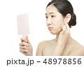 女性 アジア人 鏡の写真 48978856