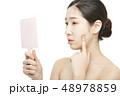 女性 アジア人 鏡の写真 48978859