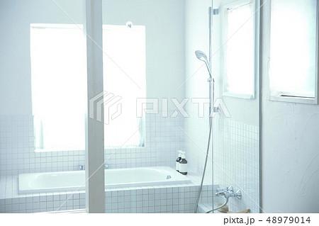 明るいお風呂 48979014