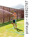 男の子 子供 プールの写真 48982797