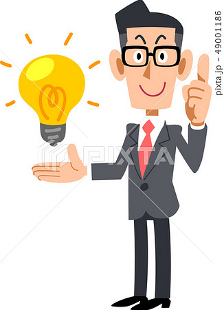 アイデアの要点を解説するメガネをかけたビジネスマン 49001186