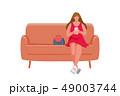 座っている ソファー スマホのイラスト 49003744