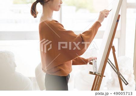 美術アトリエ 人物画 デッサン 49005713